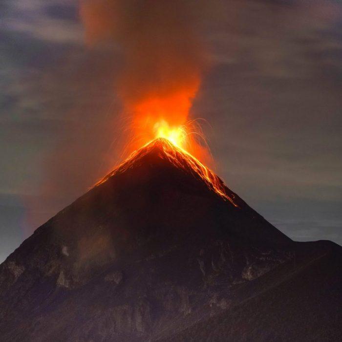 footprintstohappiness-vulkan-lava