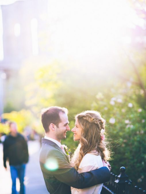 Heiraten in New York Brautpaar im Brooklyn Bridge Park