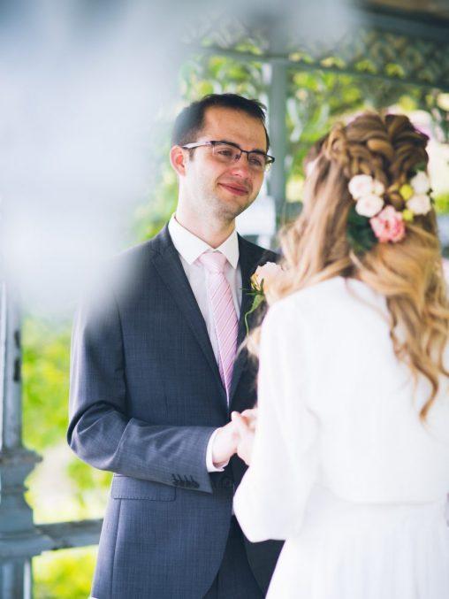 Heiraten in New York Bräutigam bei Trauung im Ladies Pavilion