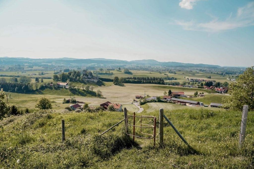 Aussicht auf Burgruine Sulzberg im Allgäu