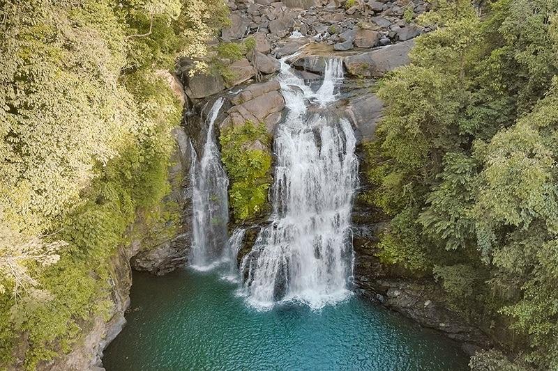 wasserfälle costa rica nauyaca falls drohnenaufnahme